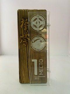 Награда из натурального дерево и прозрачного акрила с гравировкой