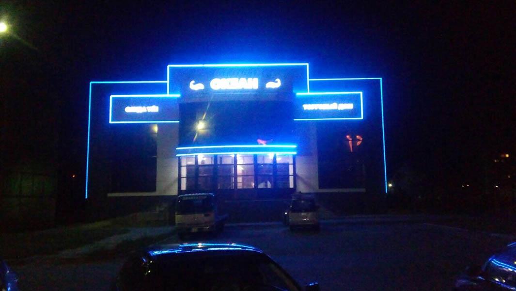 Изготовление вывески торгового центра и контурной подсветки фасада